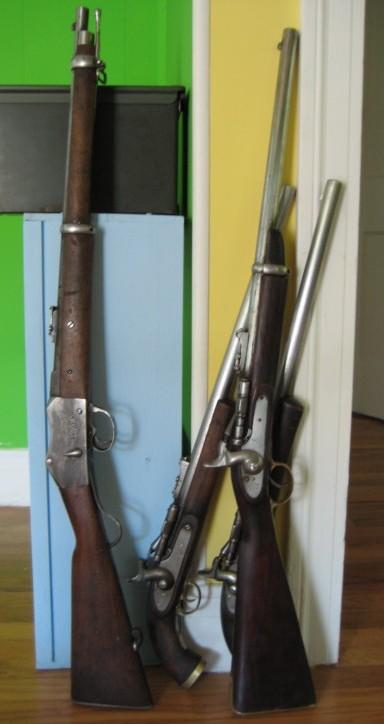 Alcune armi di passo Khyber, incluso uno Snider-Enfield con calcio a pistola.