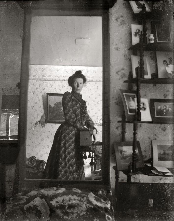 Foto allo specchio bimbiminkia nel lungo xix secolo for Specchio 1900