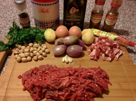 Ingredienti di hamburger alla pancetta e hamburger alle noci e prezzemolo.
