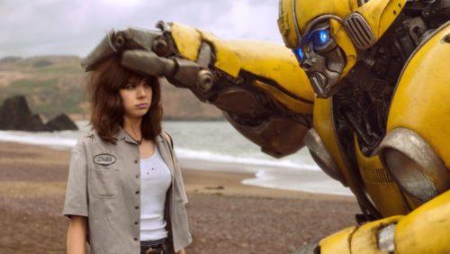 Hailee Steinfeld nel ruolo di Charlie, e Bumblebee
